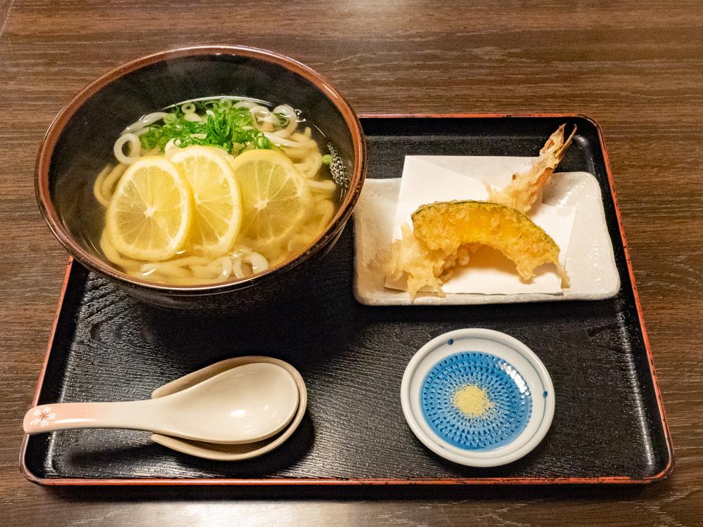 おおにし:瀬戸内レモンおろしうどん(温) 天ぷらセット