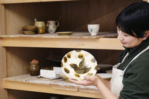 自分の作品を手にして、楽しい気持ちになってほしい ~ 真備町の陶芸家・原在加(はら ありか)さんインタビュー