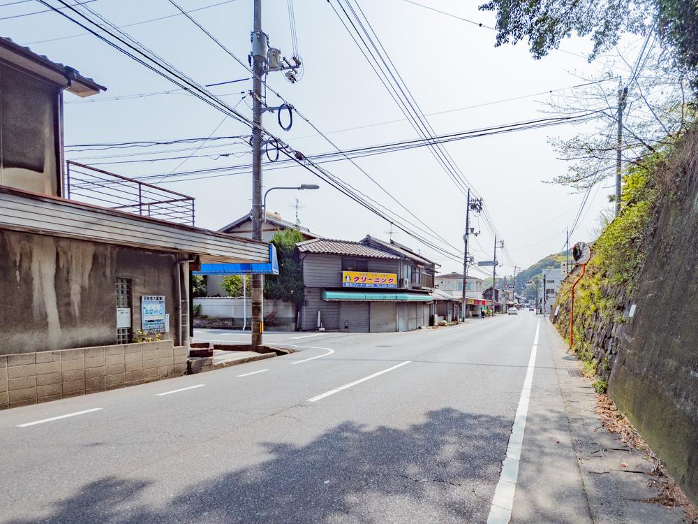 藤戸饅頭本舗への行き方:県道165号線 藤戸寺前(天城中学校南口)下