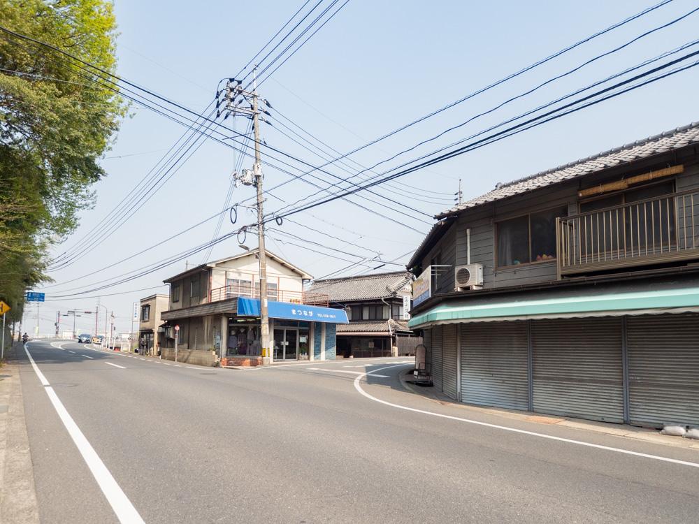 藤戸饅頭本舗への行き方:県道165号線 藤戸寺下(天城中学校南口)