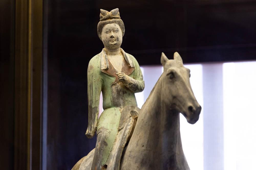 大原美術館 灰陶加彩女子騎馬俑