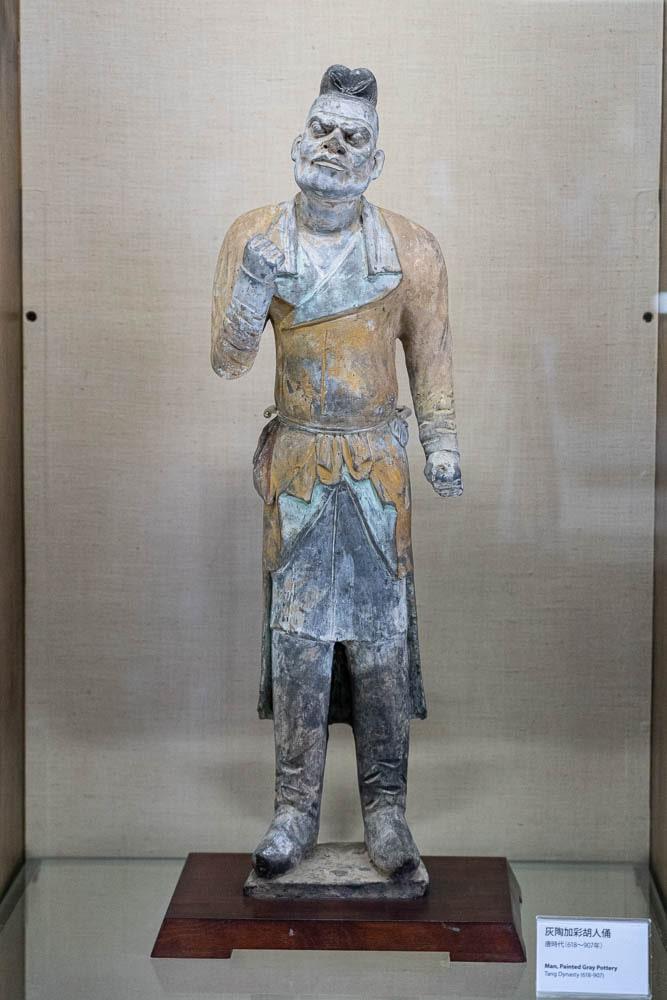 大原美術館 灰陶加彩胡人俑