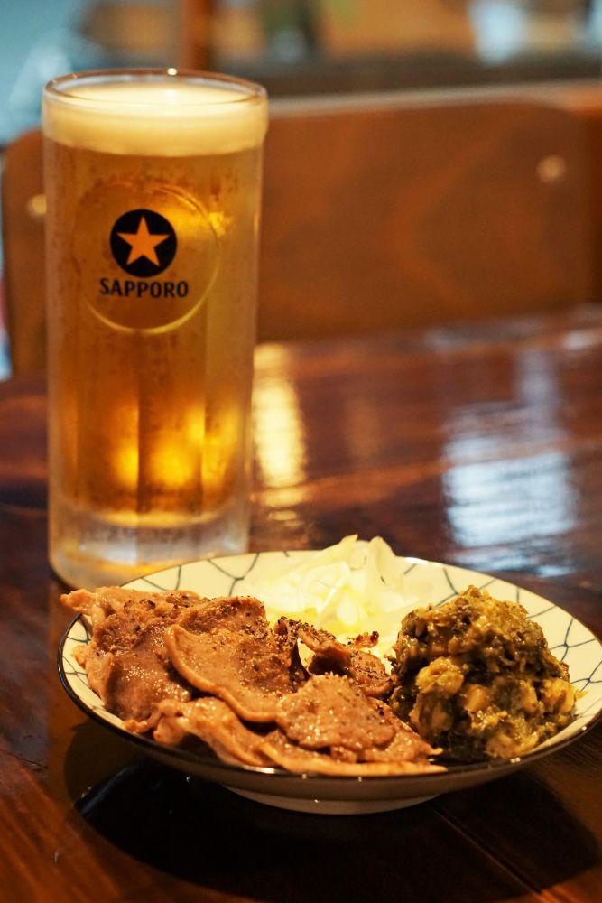 ノラネコ食堂真備店 豚タン焼と生ビール