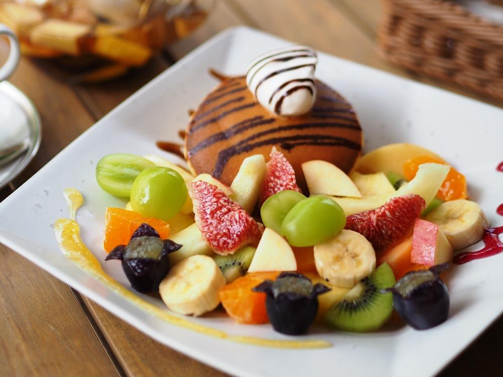 パンケーキ季節のフルーツ添え