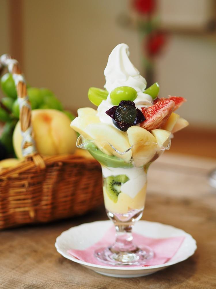 果物小町 白桃のプレミアムパフェ