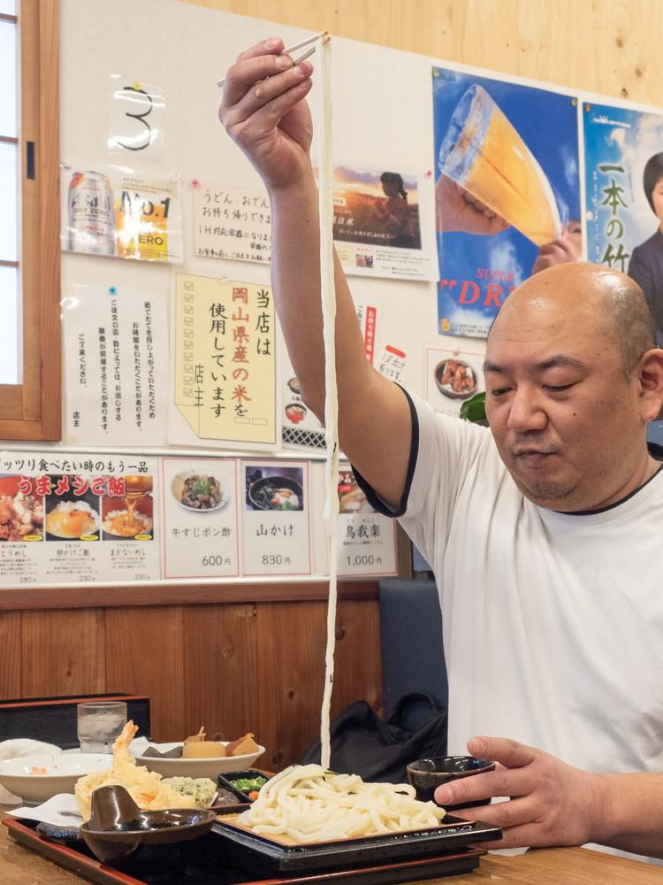 蔵:長いうどん麺
