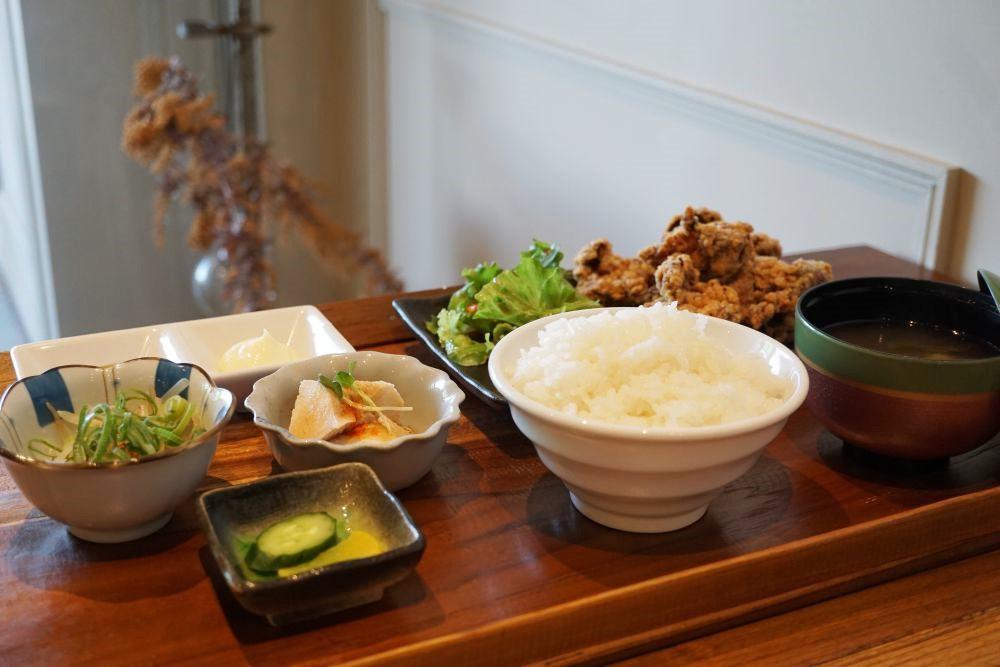 CAFE&DINING GLITTER(カフェアンドダイニング グリッター) からあげ定食