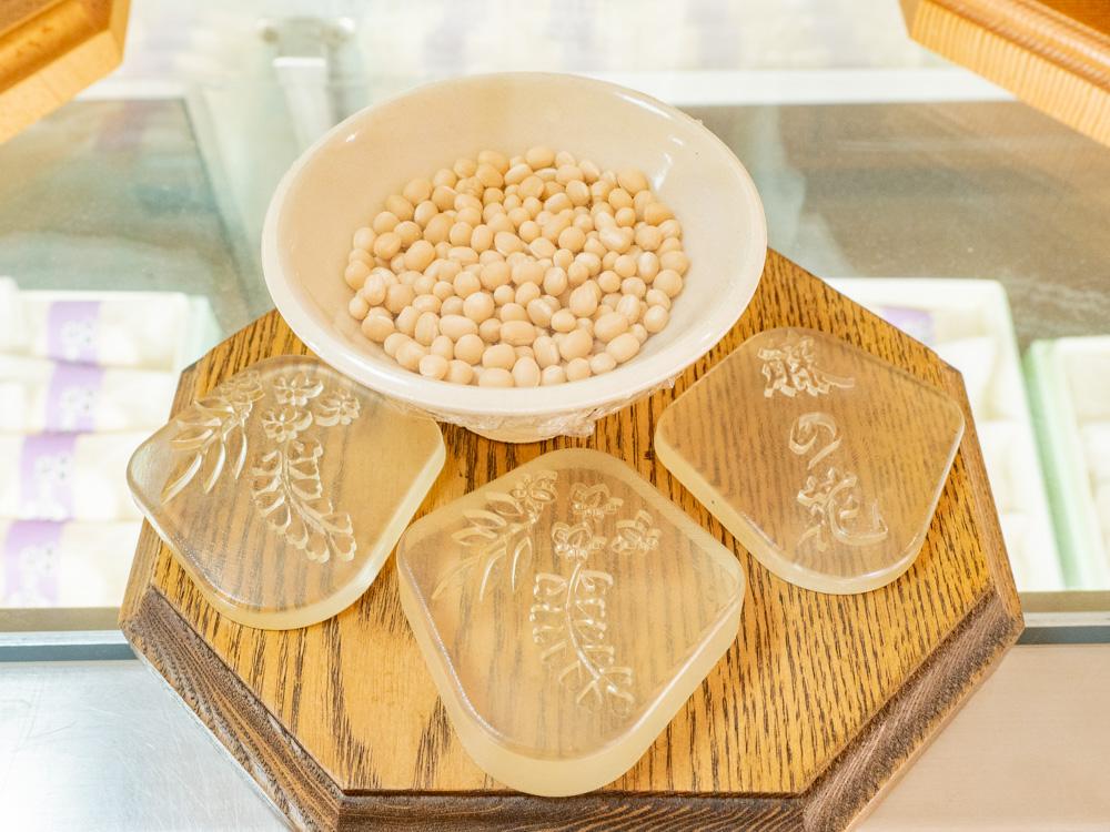 栄堂:藤の花最中の型と白小豆