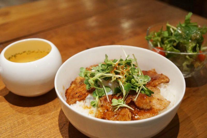 CAFE&DINING GLITTER(カフェアンドダイニング グリッター 美星豚の豚丼