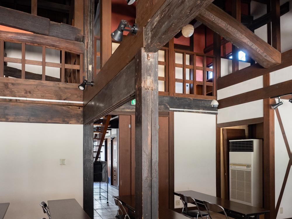 旧柚木家住宅(西爽亭):生涯学習施設(旧母屋) 第1会議室の柱