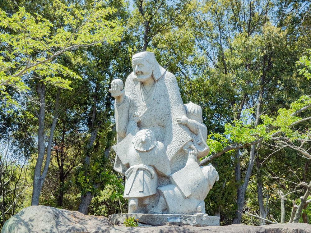 円通寺:童と良寛像