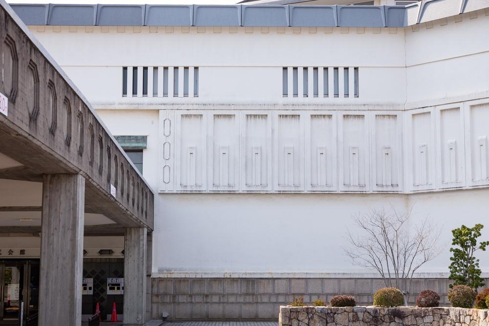 倉敷市民会館の壁1