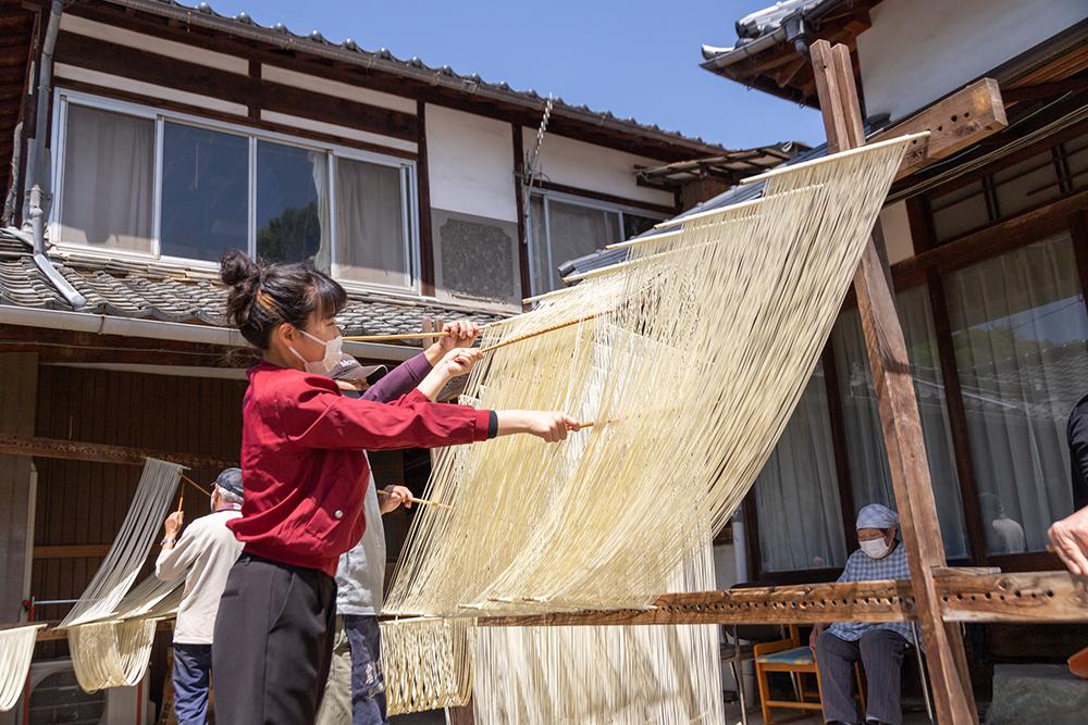 河田賢一製麺工場 ~ 小麦の香りに包まれて 本場・鴨方で手延べ麺づくり体験