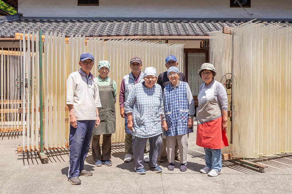 河田賢一製麺工場の皆さん