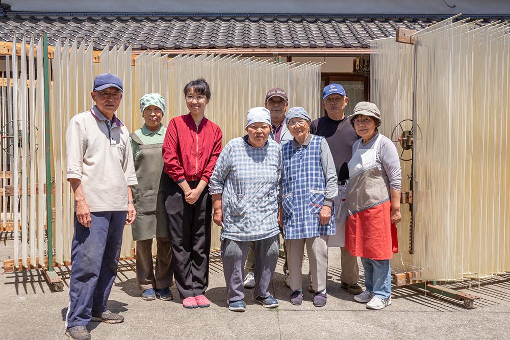 河田賢一製麺工場の皆さんと