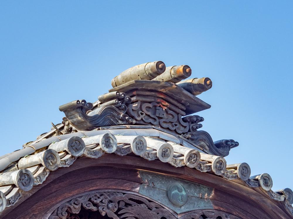 羽黒神社:拝殿 経巻き瓦