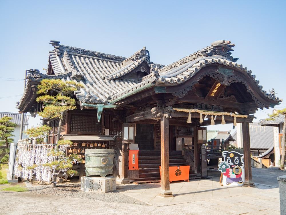 羽黒神社 〜 玉島とともに発展した地域の守り神。からす天狗や芸術的な御朱印にも注目