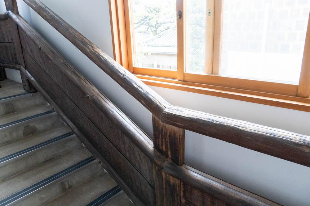 増築部分の階段と手すり