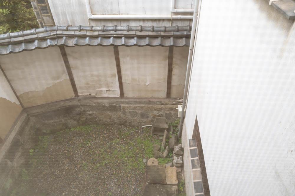 増築部分から中庭を望む
