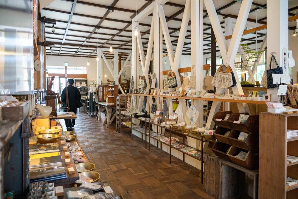 倉敷意匠アチブランチ ~ 味わいある雑貨に出会える、倉敷意匠計画室の直営店